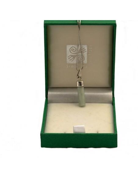 Jade hanger aan zilveren ketting